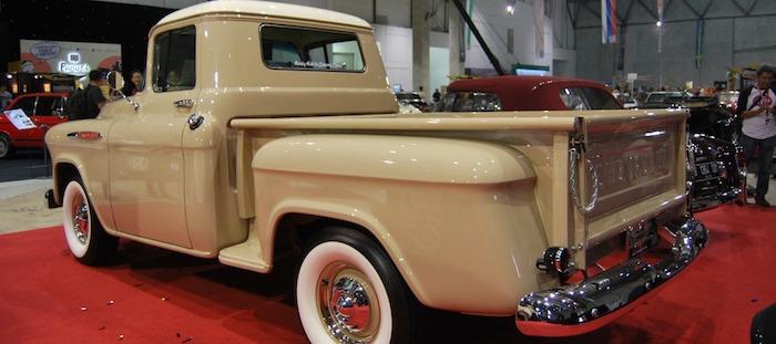 Truck Chevrolet Klasik Custom Pukau Para Kolektor di Ajang Lelang